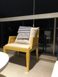 Poltrona amarelas - Madeira laqueada
