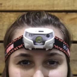 Lanterna de cabeça Azteq. Sensor que liga e desliga com 120 lúmens e recarregável