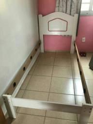 Cama e colchão infantil