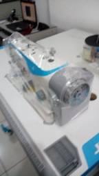 Máquina de costura reta industrial da marca Jack F4 com motor direct drive