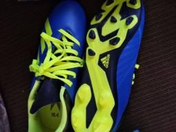 Título do anúncio: Chuteiras novas Nike CR7 e adidas original de campo