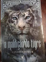 Título do anúncio: Livro A Maldição do Tigre por 10,00 R$