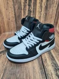 Basqueteira Nike Air Jordan Preto/Branco/Vermelho