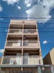 Apartamento com 1 dormitório para alugar, 50 m² por R$ 1.050,00/mês - Parque Estoril - São