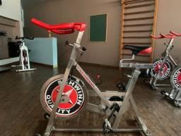 spinning Schwinn, esteiras e máquinas de musculação