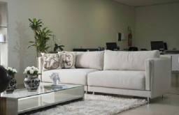 Ergonomia neste Confortável Sofá com Design Moderno, Pés Cromados.