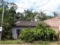 Vende se uma casa no bairro Nacional