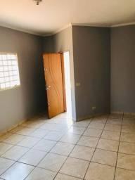 Vendo Casa ampla, 2 quartos, 1 suite com amplo terreno