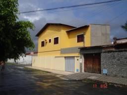 Duplex de esquina com 6 quartos, 4 banheiros e 3 vagas de garagem