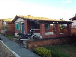 Chalé mobiliado em caldas,com garagem,sala,cozinha,dormitório,ótimo condomínio