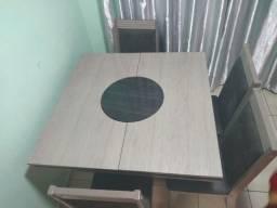 Mesa com tampo giratório 4 cadeiras vendo ou troco por freezer