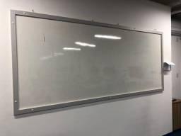 Quadro branco. Medidas 2,75 x 1,20