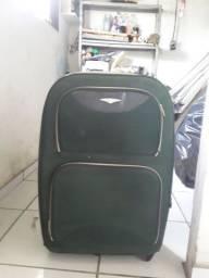 Uma mala de viagem usada