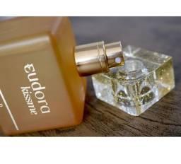 Perfume Kiss me gold da Eudora Lacrado