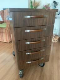 gaveteiro de madeira com rodinhas
