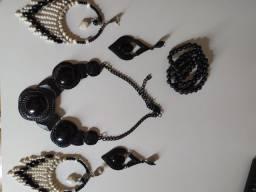 Brincos,colar e pulseiras 10$