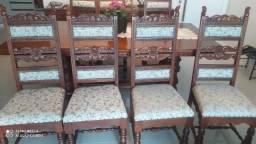 8 cadeiras em madeira maciça, lindo design, com estofado e tecido novo.s