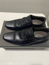 Título do anúncio: Vendo sapato sândalo super luxo.