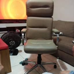Cadeira de escritório giratória nova