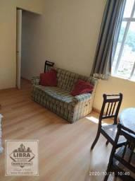 Apartamento mobiliado, 1 quarto, sala, banheiro social e cozinha.