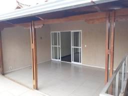 Vende se ótima casa no bairro masterville Sarzedo.