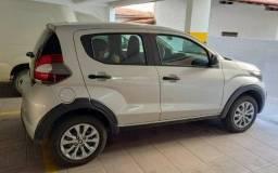 Fiat Mobi Like semi novo, cor prata 2021