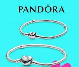 Pulseira prata Pandora.