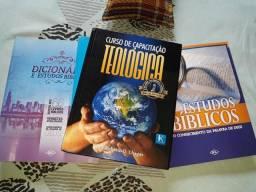 Vende um kit de livros de teologia