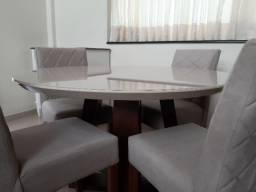 Mesa madeira redonda com tampo de vidro + 4 cadeiras