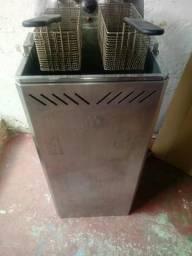 Vdo uma fritadeira elétrica indus. 27 litros óleo e água em ótimo estado de conservação