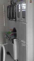 Um armário siminovo