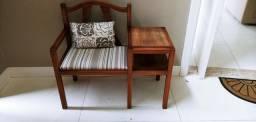 Cadeira com mesinha auxiliar