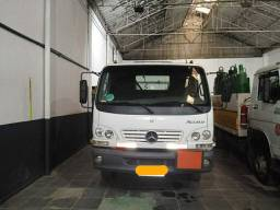 Caminhão Mercedes Acello 915 2008/2009