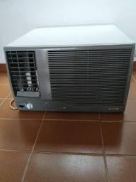 Ar condicionado 10 mil BTUs 220volts barato