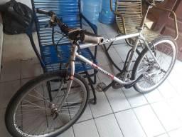 Bicicleta aro 26 com marcha e andamento Shimano