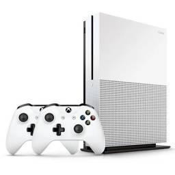 Xbox One 500GB + 2 controles + 2 jogos em mídia (street fight e call of duty wwii)