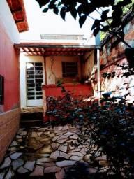 Aluga-se quarto a 4 quadras da UFMG