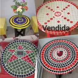 Linda mesas de mosaico