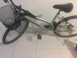 Vendo bicicleta  nova usada 2 vezes , de macha da cor cinza  .