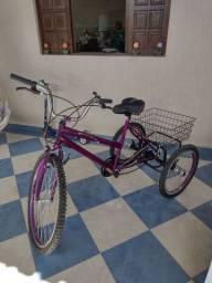 Lindo triciclo novo com cestinha e sela de gel