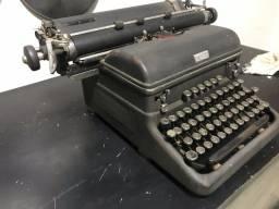 Máquina de escrever antiga royal