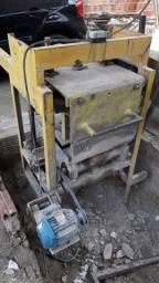 Máquina produtora de bloco
