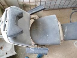 Cadeira Antiga De Dentista E Paciente Para Reparo Completa