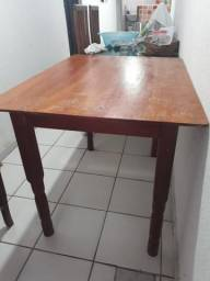 Vendo mesa de madeira para 4 lugares