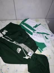 Jogo de uniforme Neep, 3 camisas, 3 bermudas e 1 jaqueta idade 4 anos semi novo