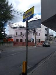 Sobrado de esquina com 3 pavimentos à venda no centro comercial de Caruaru-PE