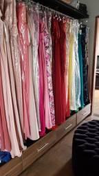 Vendo loja roupa com móveis e vestidos