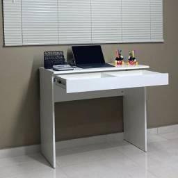 Escrivaninha Office com gaveta na cor branca.
