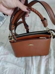 Vend_ se urgente essa linda bolsa de usar transversal,nova nunca usada. Da marca vere rio