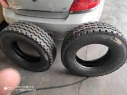 Vendo dois pneus 235/75/17.5 reformado nunca rodou